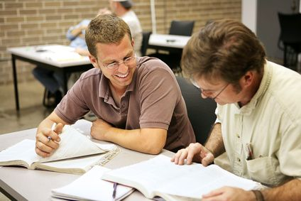 Ohne eine gründliche Vorbereitung ist es auf für Teilnehmer mit guten Englischkenntnissen fast unmöglich den TOEFL Test zu bestehen