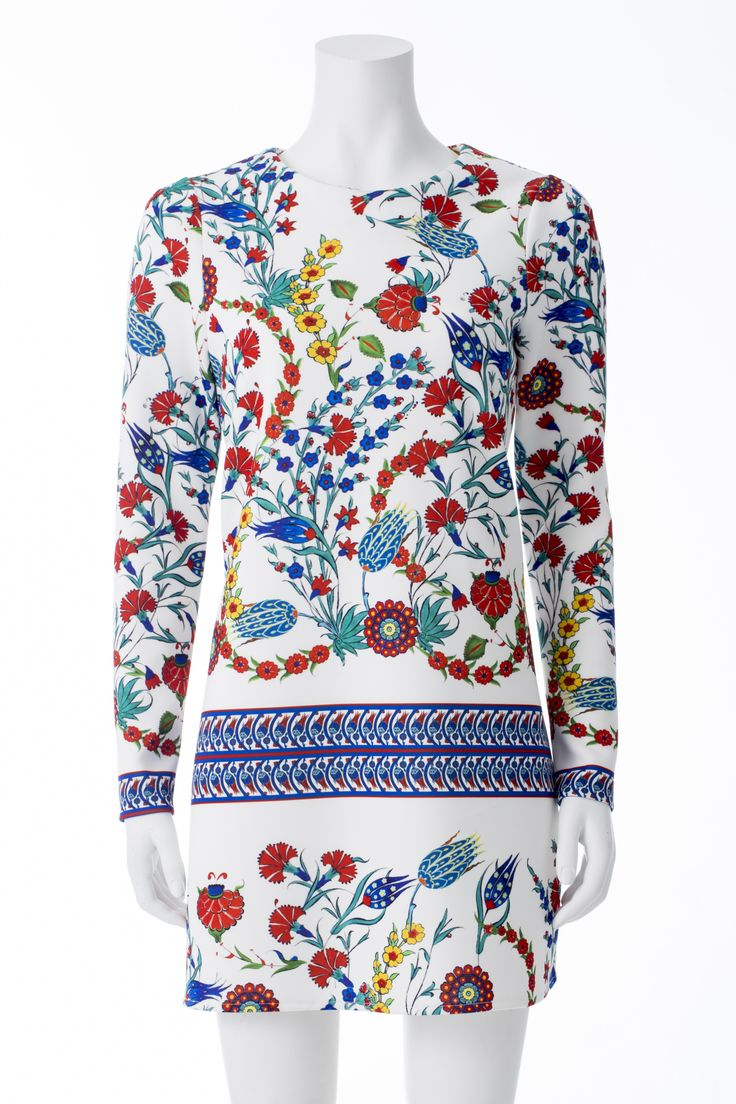 Robe blanche a imprimés de fleurs, MASKA, 269$ * White floral print dress, MASKA, $269