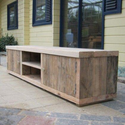 Damwandhouten Tv Meubel 'Hieve', een stoer en functioneel meubel gemaakt van uniek damwandhout. Een meubel met een unieke historie. www.rustikal.nl voor meer info.