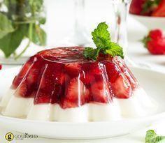 Καλοκαιρινό γιαουρτένιο ζελέ με φράουλες