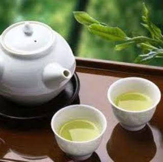 Resep Minuman Teh Hijau - Manfaat Teh Hijau  Minum teh hijau dapat membantu menurunkan berat badan. Menurut studi klinis Dilakukan oleh Dr Abdul Dulloo, dari Universitas Jenewa di Swiss, Teh hijau dapat meningkatkan metabolisme dan mempercepat oksidasi lemak. Teh hijau Juga bisa meningkatkan kekebalan Tubuh, booster kesehatan dan anti kanker agen. Teh hijau dengan flavonoid dan polifenol diduga mampu menghambat pembentukan tumor.