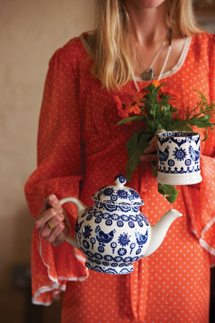 Blue Hen and Border | 4 Cup Teapot. We think this may be or most favourite pattern. Then again we say that about each one!