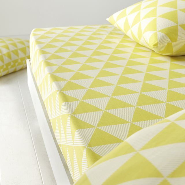 Pirâm Fitted Cotton Sheet La Redoute Interieurs : price, reviews and rating, delivery. Pirâm printed fitted sheet: in a bright, cheerful and refreshing Scandinavian style. Description of Pirâm fitted sheet:Tangy yellow printed geometric motifs.Features of Pirâm fitted sheet:100% cotton (57 threads/cm²). The higher the thread count, the higher the quality of the weave.Washable at 60°.The Oeko-Tex® label guarantees that the items tested and certified do not contain any harmful substances that…
