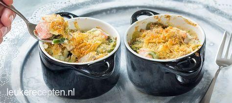Pannetje uit de oven met zalm en prei in een romige saus gegratineerd met kaas