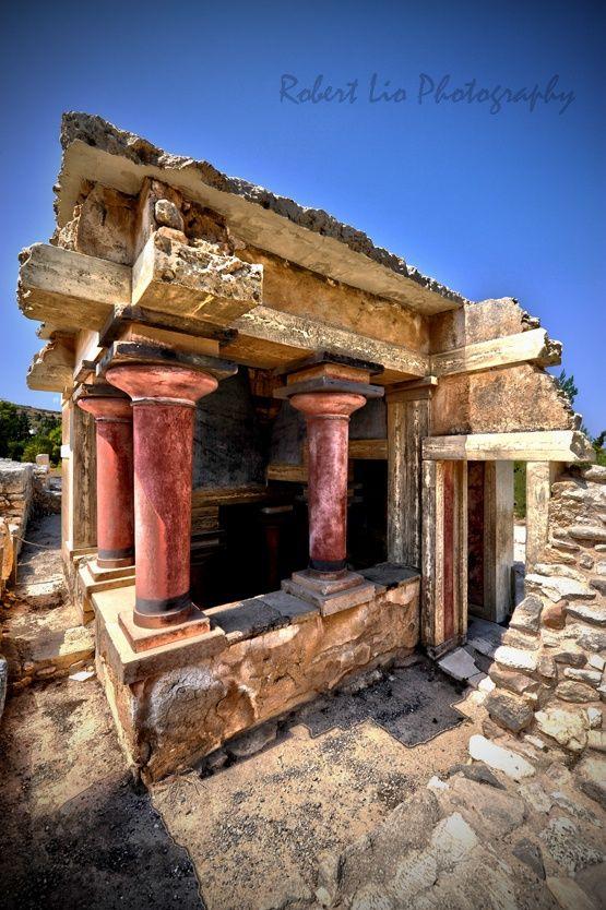Travel Inspiration for Greece - Knossos, columns, a beautiful photo! Creta