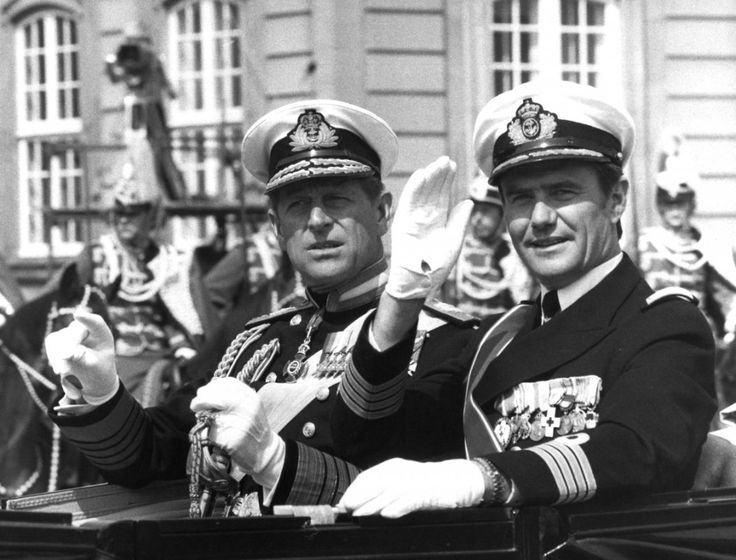 1979. Englands Prins Philip på karettur gennem København med Danmarks Prins…