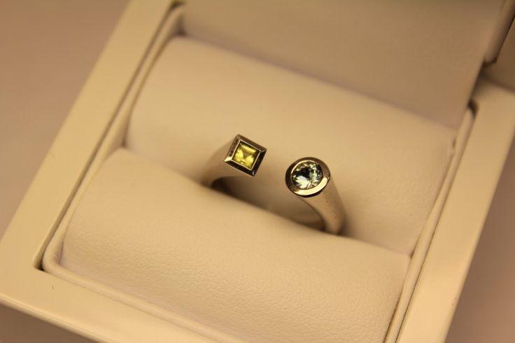 Unique 14 carat white golden ring with aquamarine and peridot. € 370,-. Goldberg Juweliers -  http://www.goldbergjuweliers.nl/shop/products-page/goud/14k-witgouden-ring-met-peridoot-en-aquamarijn-54771