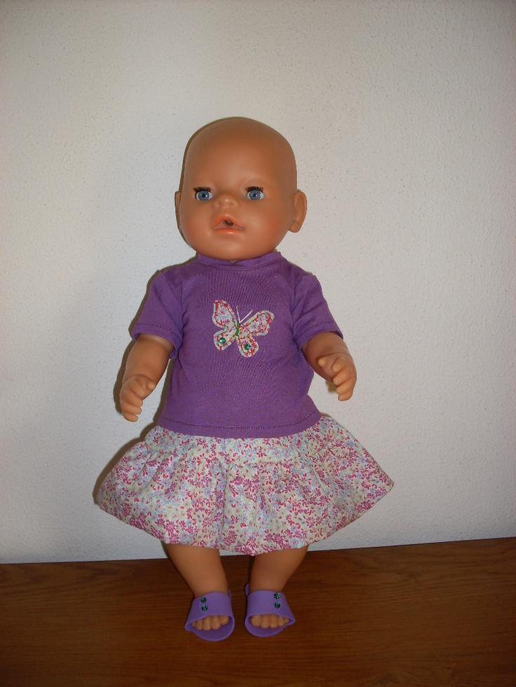 Zomers paars setje voor pop van 42 cm. o.a. Baby born. €7.00