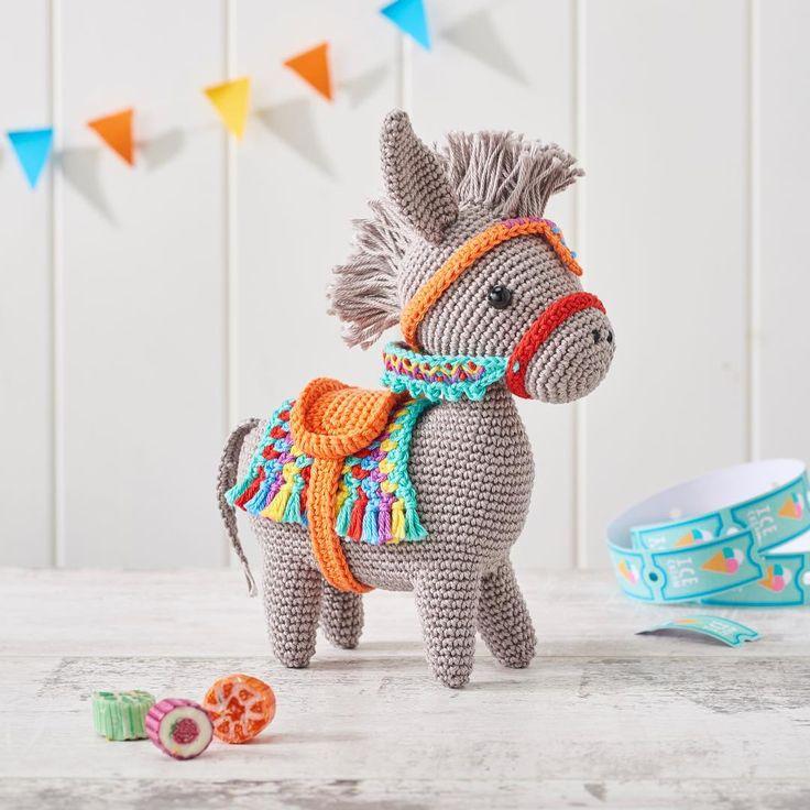 Festive Donkey Amigurumi - https://www.instagram.com/p/BVropnMFcfL/