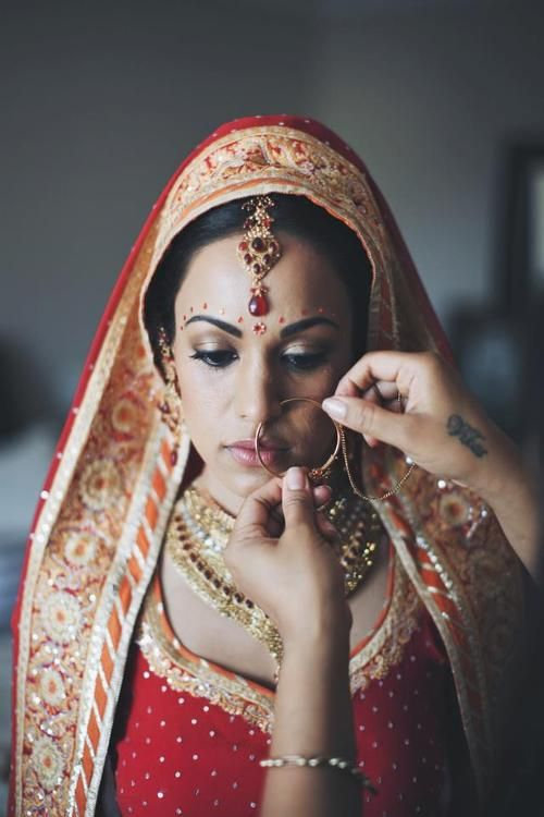 #indian #wedding #bride #saree #indianfashion #jewelry #tika #nath #nosering