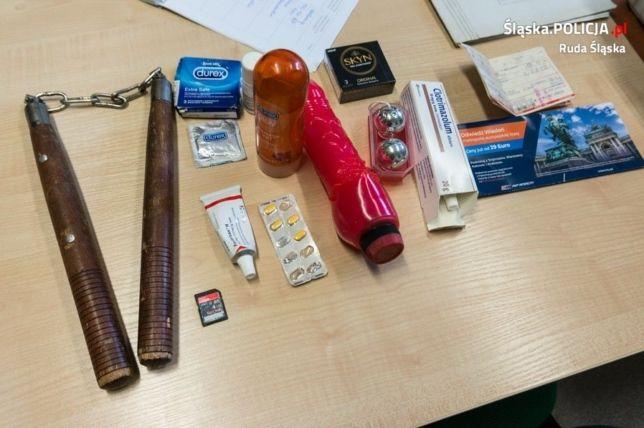 Busy do Holandii      51-latek umówił się z 13-latką. Na spotkanie przyniósł zabawki erotyczne i nunczako _______________________________________________________ Prosimy o udostępnienie posta, abyśmy mogli utrzymać zasięgi wiadomości   http://busydoholandii.org/51-latek-umowil-sie-13-latka-spotkanie-przyniosl-zabawki-erotyczne-nunczako/