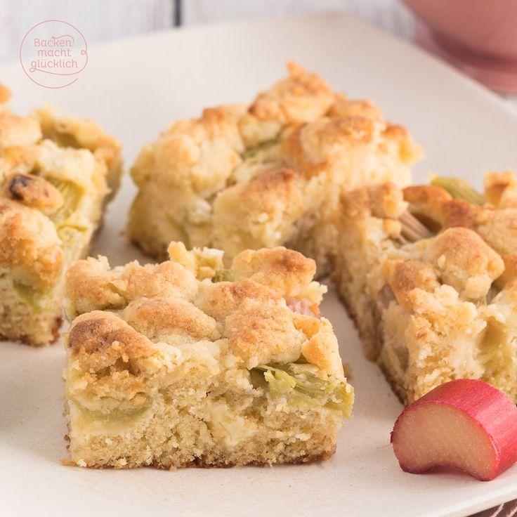 Rharbarberkuchen mit Streuseln und weißer Schokolade