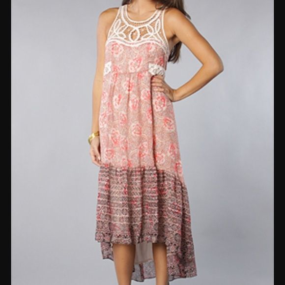 25% off bundles Free People Native Rose Dress Size 4, but fits me and I'm a size 6. EUC beautiful Free People piece. High-low style with a lacy bodice. Free People Dresses