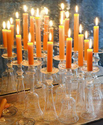 Des verres à pied en guise de bougeoirs / Stemmed glass in Candlestick, candle, wedding, decoration set, light, magic