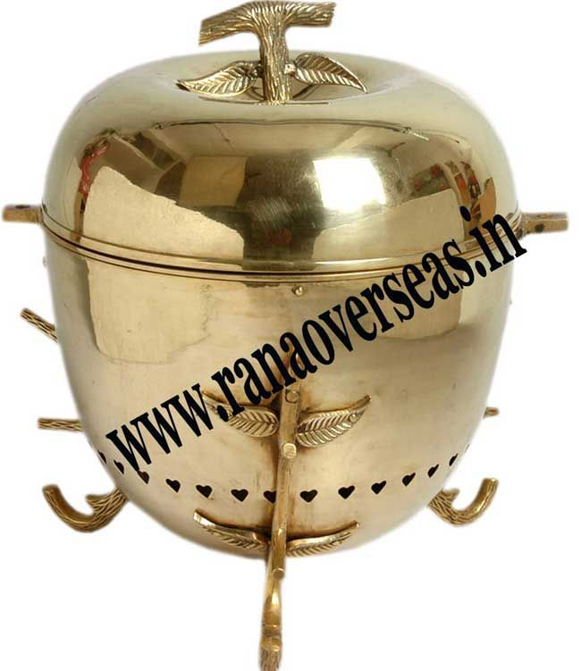 Brass chafing dishes are now available in varied designs and shapes. Visit here:- https://ranaoverseasblog.wordpress.com/2016/11/19/brass-chafing-dishes-manufacturers-2/
