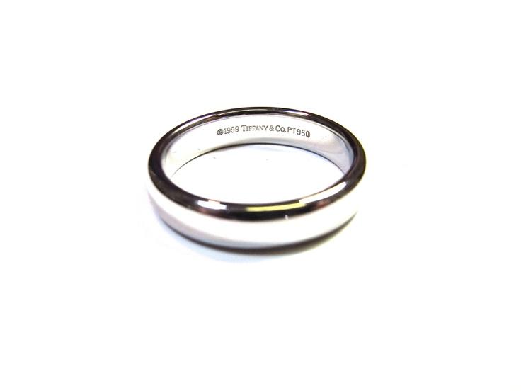 ティファニーの結婚指輪をサイズ直しします。  高砂市にお住まいのS様からの御依頼です。  ティファニーのマリッジリングをサイズ直し  してほしいとのご要望です。  きれいにサイズ直ししていきますので楽しみに  お待ち下さい。