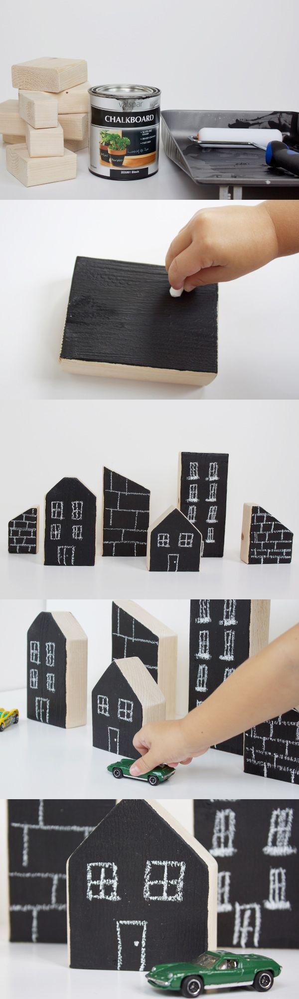 Edificios de juguete con bloques de madera