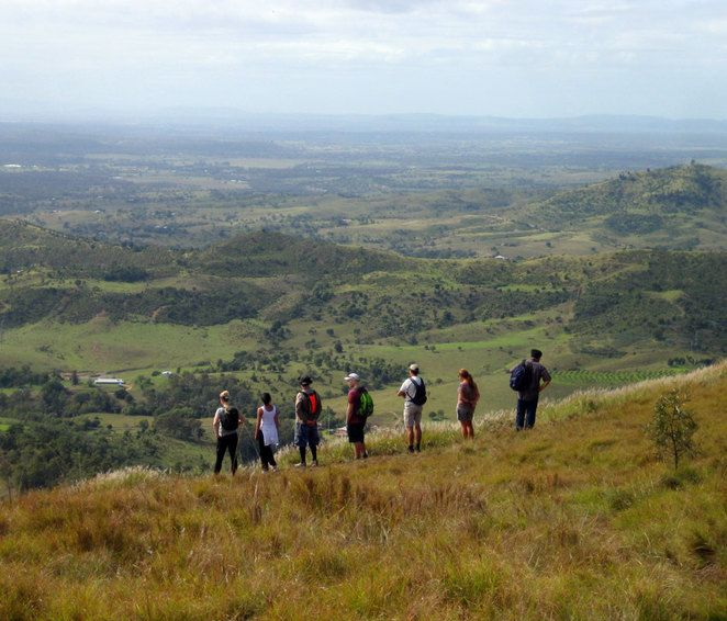 tabletop mountain, hikers, hiking, toowoomba