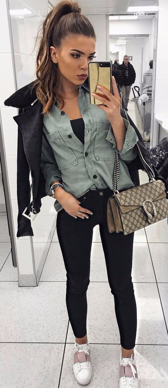 travel outfit | khaki shirt   black jeans