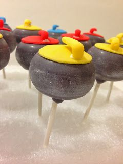 Curling rock cake pops! #curling #curlingrocks #wintersports #wintercakepops #MMB #curlingcakepops