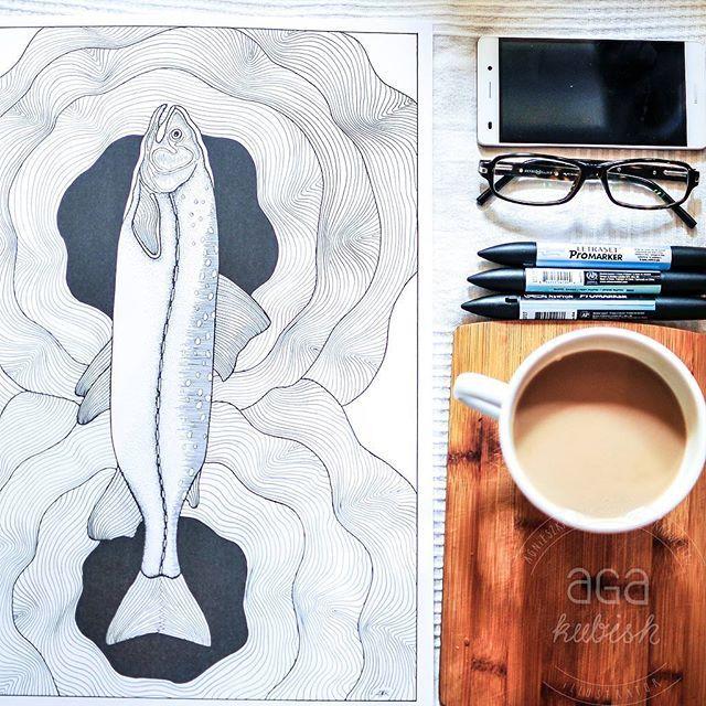 """Porannie, słonecznie, pogodnie :) łososie pływają, kawka pachnie, cudnie. Kolorowanka """"W wodzie"""" na tapecie. #salomon #losos #fish #ryba #kolorowanka #kolorowankidladorosłych #coloringbook #coloringbookforadults  #graphic #graphicdesign #illustration #poster #walldecor #decoration #interior #agakubish #design #coffee #coffeetime #ink #doodle #sketch #art"""