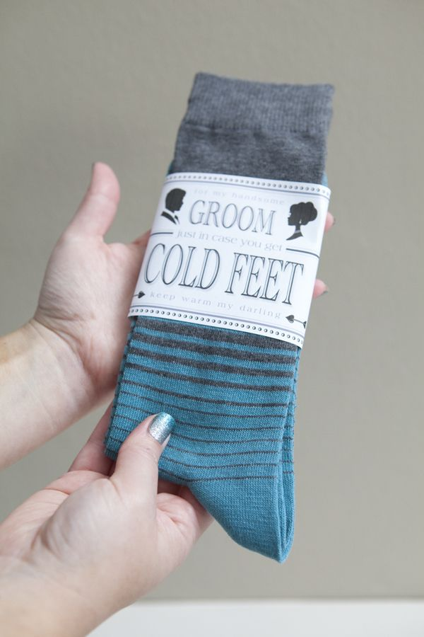 _DIY_GroomSocksColdFeet5Grooms Gift From The Brides, Grooms Style, Funny Gift, Gift Ideas, Wedding Mornings Gift, Mornings Gift Wedding, In Cases You Get Cold Feet, Simple Gift, Crazy Socks