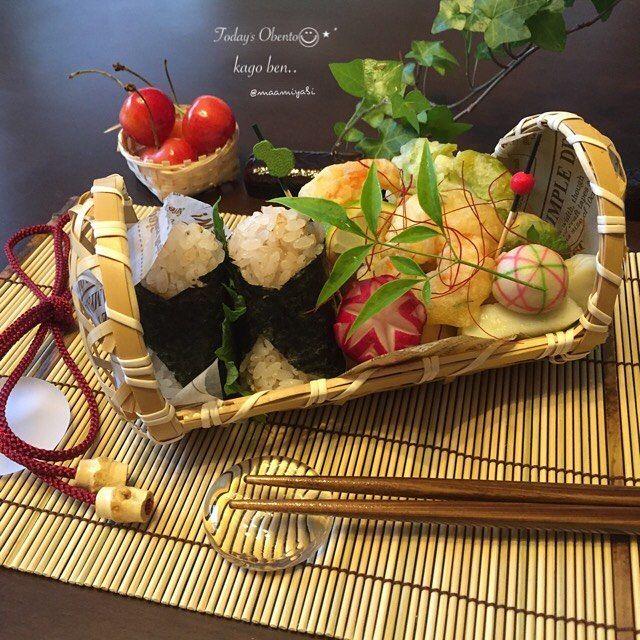 . 今日のお弁当🍙◡̈⃝︎⋆︎* . 週末、名古屋に行って来ました*ˊᵕˋ)੭✨ デパ地下で買ったお惣菜(天ぷら)。天むすしようと思ったけど、このまま食べた方が美味しそぉ😋💕 . . ♦︎海老天 ♦︎そら豆天 ♦︎おむすび(おかか🐟) . #今日のお弁当#お弁当#お弁当記録#かご弁当#竹籠弁当#おにぎり弁当#obento#obentogram#lunchbox #japaneselunchbox