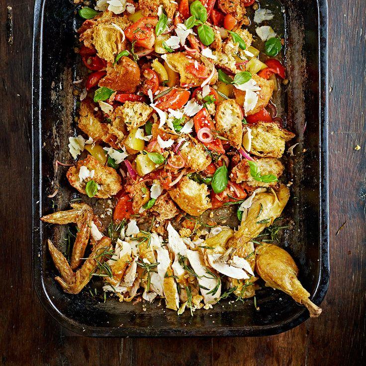 Jamie is gek op kip, zeker als hij het kan maken op z'n Italiaans. Deze kip panzanella is zo'n Italiaans gerecht, waarbij het brood het braadvocht van de kip opneemt. Zo krijg je knapperige en smaakvolle croutons.    1 Verwarm de oven voor op 180...