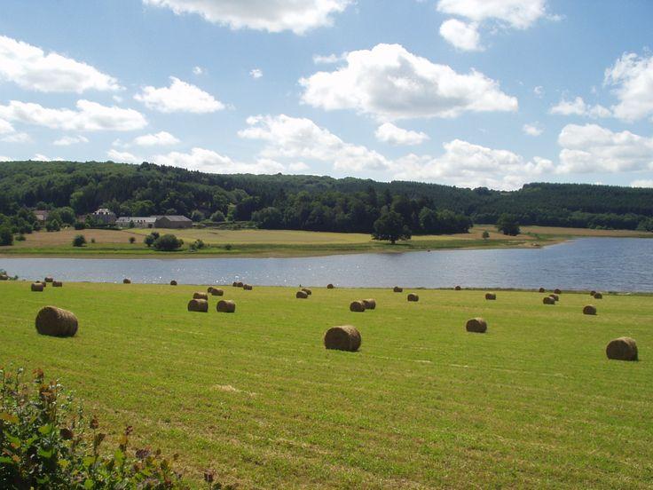 Le Lac de Saint-Agnan en Bourgogne © PNR Morvan #voyage #france #lac #bourgogne…