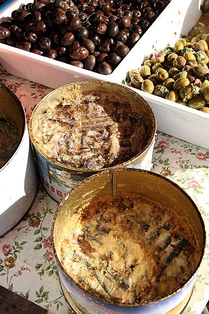 Olives and salted Sardines at  #Trapani market. Salting the food to preserve it is the most ancient way bebtrapanilveliero.it