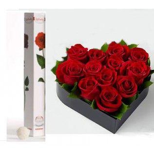 Un buchet de 9 trandafiri intr-o cutie in forma de inima, alaturi de un trandafir dulce Raffaello Ferrero!
