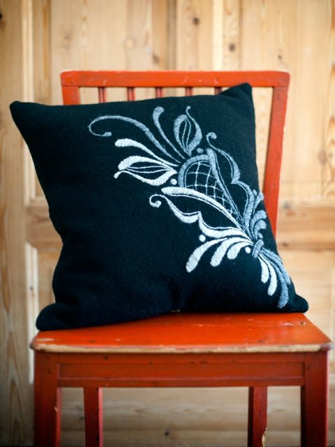 Pillow by Britta i Dalarna, Sweden.