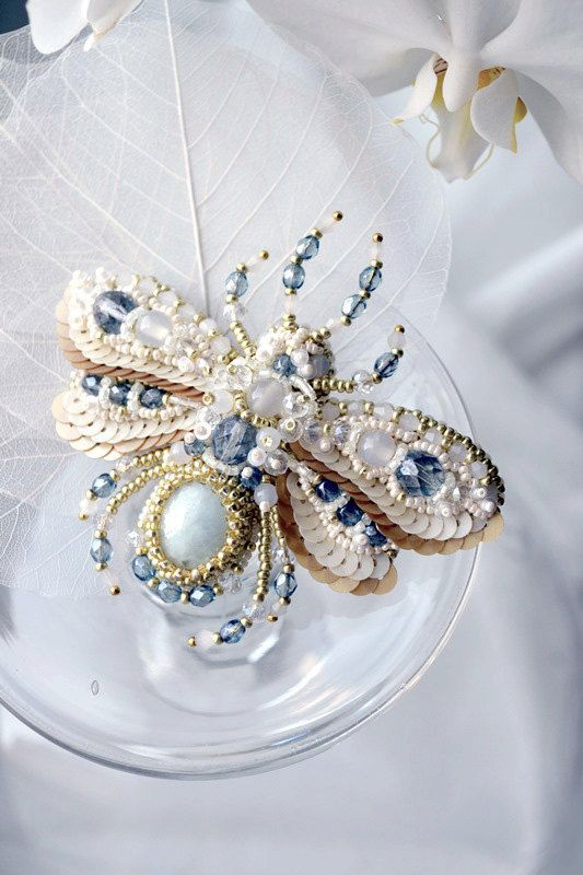 Bee brooch READY to ship Nature jewelry by BeadedNatureJewelry, €130.00
