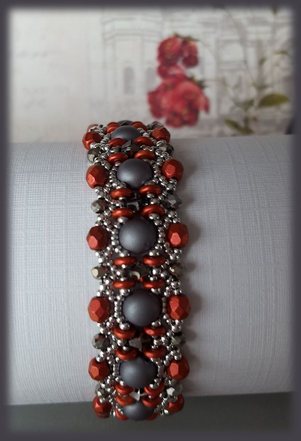 Pattern by http://vinjuleve.canalblog.com/ called Valletta.O beads and 4mm fire polished are lava red. 6mm. Cabochon ALABASTER METALLIC STEEL 11/0 &15/0 silver 27000