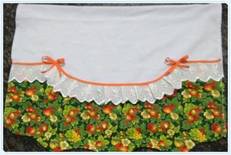 feito em tecido de sacaria com aplicação em tecido de algodão e feltro