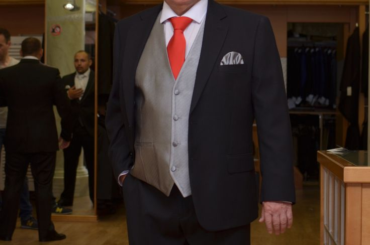 Chaleco padrino, la corbata la tono del vestido de su acompañante.  www.sastreriacampfaso.es