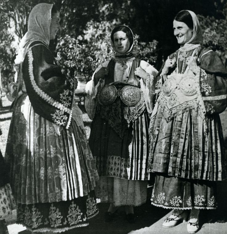 Women from Trikeri, Magnesia, Thessaly, wearing the local costume.  Photo: Nelly's. 1936  © Peloponnesian Folklore Foundation, Nafplion