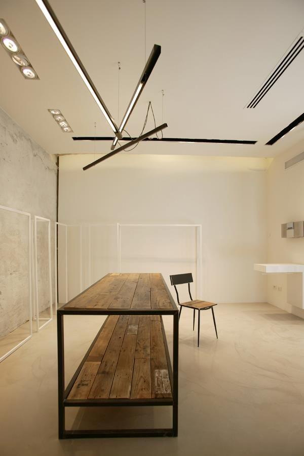 mesa madera con base de hierro