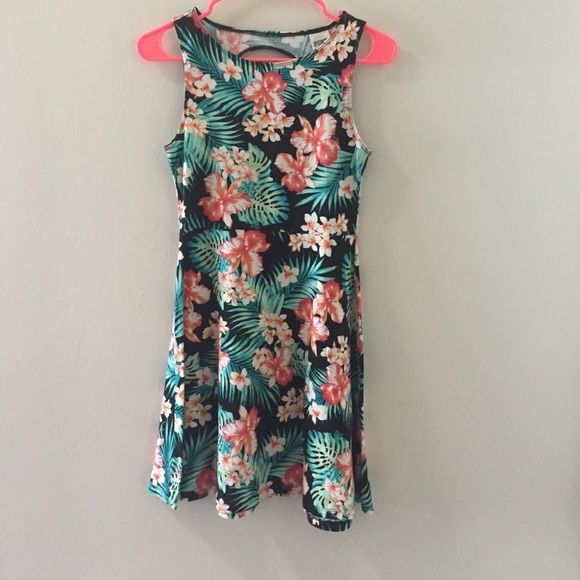 PINK Hawaiian Print Dress Hawaiian print dress. Comfy and perfect for a throw on sundress. PINK Victoria's Secret Dresses Mini