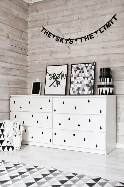 Love this cheeky & chic vignette