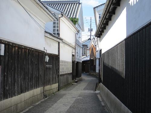 Outer walls of wood and plaster, Kurashiki