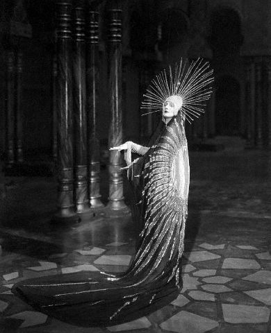 Stunning imagery,reminds meor Etre} Barbara La Marr by Chickeyonthego, via Flickr