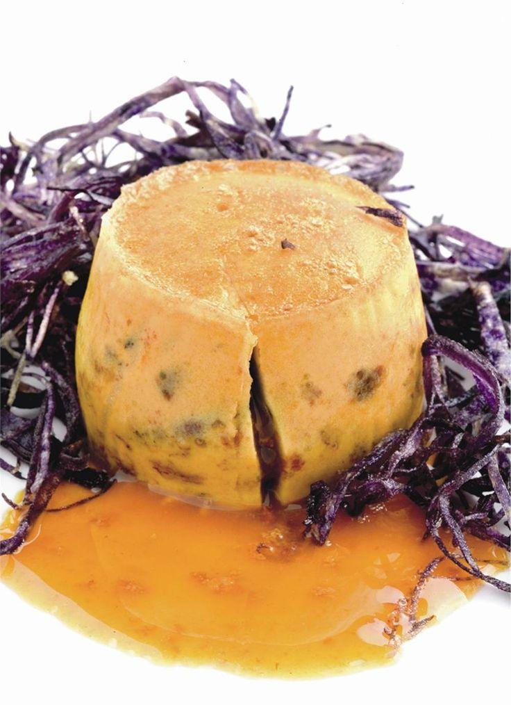 Coulant de erizo de mar con chips de patata violeta. Encierra un secreto.