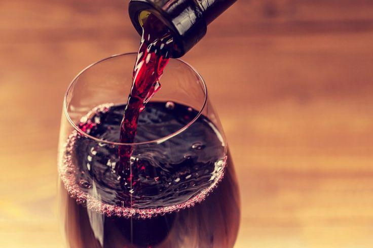 """""""Una copita de vino en la comida es saludable"""". La ciencia demuestra que el consumo leve de alcohol no conlleva ningún beneficio"""