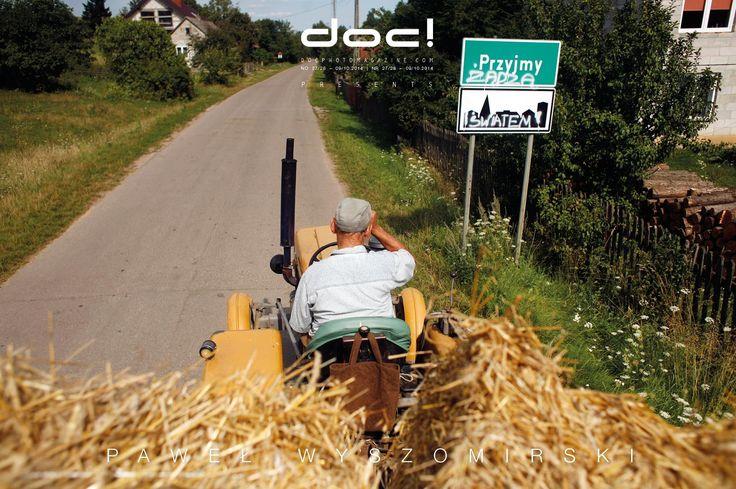 doc! photo magazine presents: Paweł Wyszomirski I BELIEVE IN A COMBINATION OF MEDIA (interview) + THE FARMER (photo story) @ doc! #27/28 (pp. 39-69)