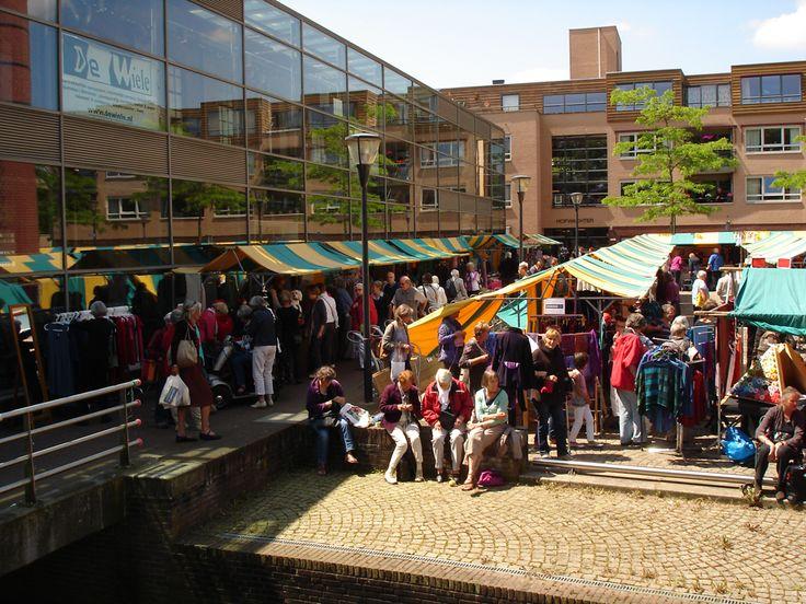 Evenementen     Textielmarkt   Kunstzinnige Textielmarkt  Van 28 mei t/m 4 juni 2016 wordt een landelijke weefweek gehouden.  Deze weefweek wordt op zaterdag 4 juni afgesloten in het Weverijmuseum Geldrop.  Het Weverijmuseum Geldrop en het Creativiteitscentrum De Wiele organiseren hiervoor op zaterdag 4 juni 2016 van 10.30 tot 17.00 uur een grote kunstzinnige textielmarkt op het evenementenplein de Bleek te Geldrop.