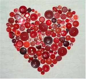 Many shades of red #buttons make up this heart that can be glued to a piece of linen fabric which can be a pillow front or inserted in a picture frame.