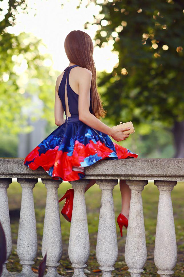 Granatowa Rozkloszowana Sukienka Czerwone Czolenka I Mala Zlota Torebka Ari Maj Personal Blog By Ariadna Majewska