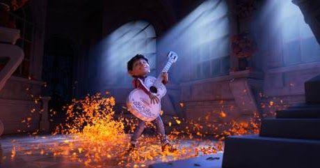 http://ift.tt/2hxJYPJ http://ift.tt/2hxGtsp A pesar de la incomprensible prohibición de la música desde hace varias generaciones en su familia Miguel sueña con convertirse en un músico consagrado como su ídolo Ernesto de la Cruz (voz original en inglés de Benjamín Bratt). Desesperado por probar su talento Miguel se encuentra en la impresionante y colorida Tierra de los Muertos como resultado de una misteriosa cadena de eventos. En el camino encuentra al simpático timador Héctor (voz original…