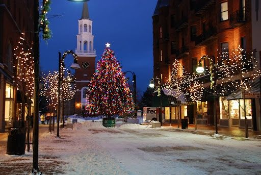 Some of the best Christmas shopping destinations in New England. http://visitingnewengland.com/best-christmas-shopping.html